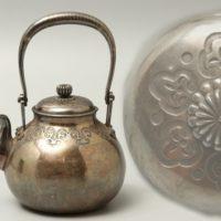 煎茶道具 紋様入 菊摘蓋 銀瓶
