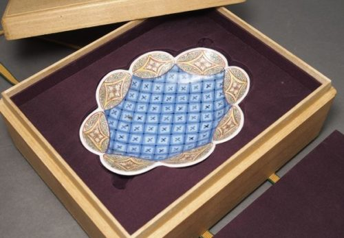 【珍品】鍋島焼 七宝文色絵変形小皿 合箱