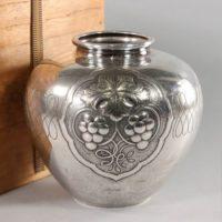 【純銀刻】銀製 在銘 打出柘榴葡萄文 花瓶