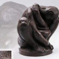 彫刻家【堀進二】作 ブロンズ 壷を抱える裸婦像