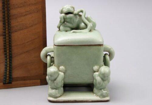 【山西省友好記念館所蔵品】 中国美術 青磁 獅子摘蓋 唐子四足 四方香炉